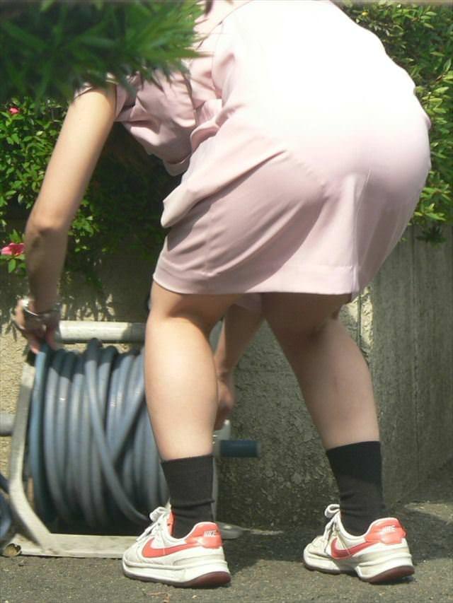 【ナース隠し撮り】いい匂いがする看護婦さんの透けパンツを街撮り激写wwwww 0607