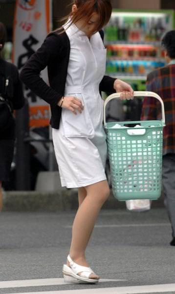【ナース隠し撮り】いい匂いがする看護婦さんの透けパンツを街撮り激写wwwww 0610