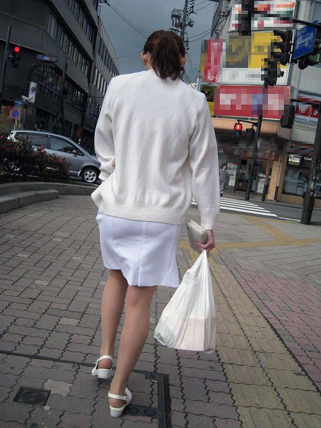 【ナース隠し撮り】いい匂いがする看護婦さんの透けパンツを街撮り激写wwwww 0614