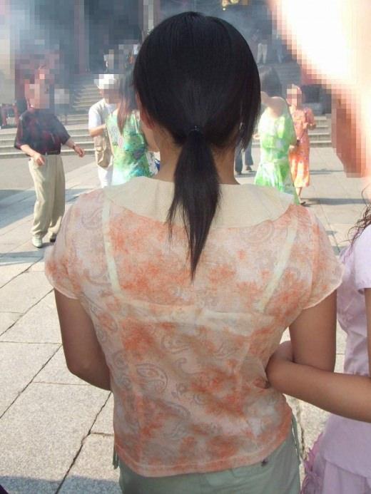 【盗撮画像】ブラが透けてるお姉さんを街撮りパシャリwwwwwwww 0735