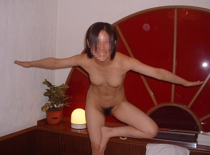 【素人投稿】なんだか良く分からんけど彼女が全裸で直立不動になってる姿を撮ったったwwwwwwwww 1146
