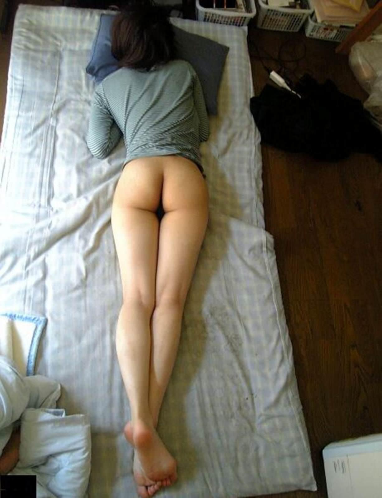 【素人画像】上半身だけ服来て寝てる彼女の生尻を勝手に撮影→ネット流出wwwwwwwwww 1165
