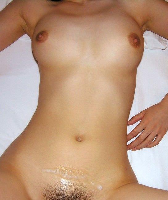 【素人投稿】初ガチ生セックスの膣外射精ぶっかけザー汁と彼女を記念撮影wwwwwwwww 1198