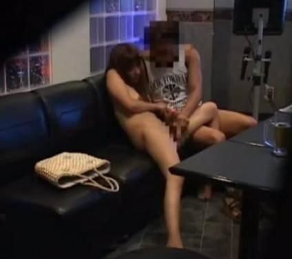 【流出画像】カラオケ店でセックスするバカップルwwww店員にネットで晒されてるぞwwwwww 1913