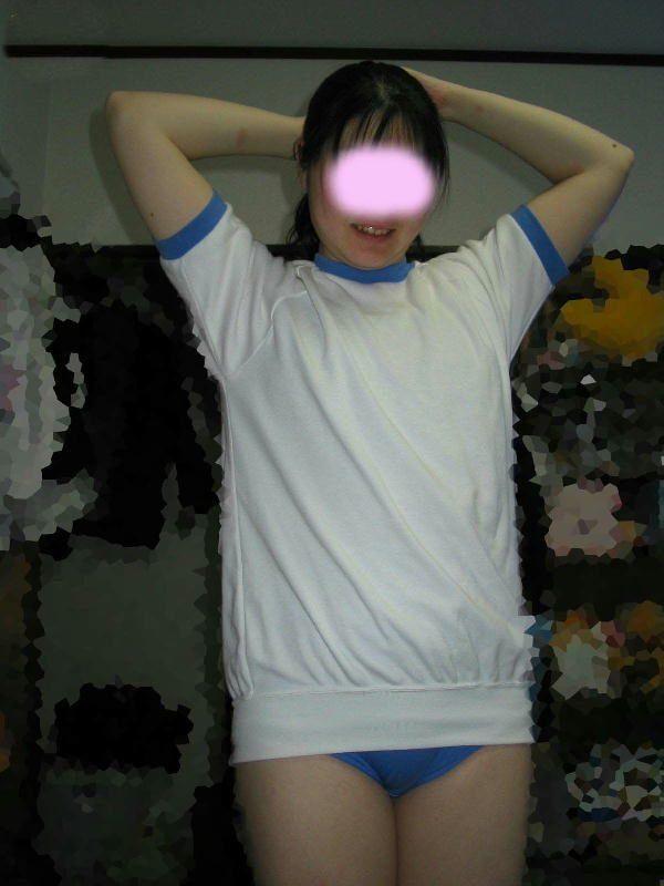 【素人投稿】恥ずかしがる彼女のブルマ姿を撮影したエロ写メを彼氏がうpネット流出wwwwwwww 2513