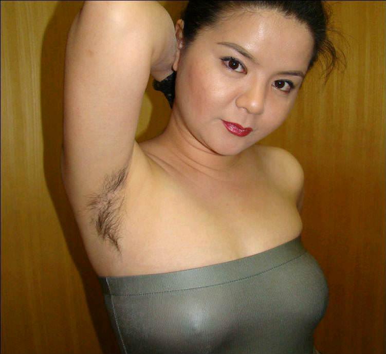 【熟女画像】アラフォー素人妻のワキ毛に絡む汗がいやらしい匂いを漂わすwwwwww 2746