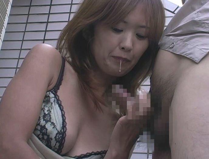 【熟女の手コキ】お母さんが男のチンポ握ってるとか信じられないwwwwwww 2944