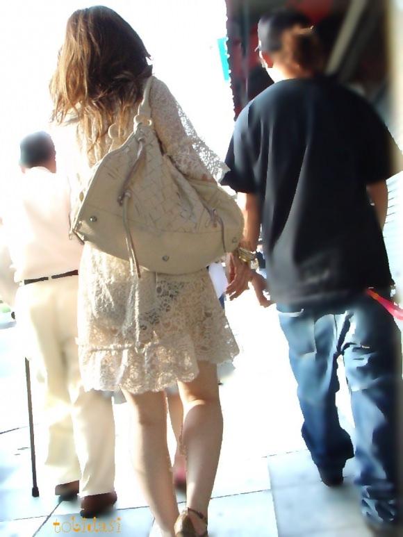 【盗撮23枚】パンティー透けてるのに気付いてない薄着女子を街撮りゲットwwwww 0127