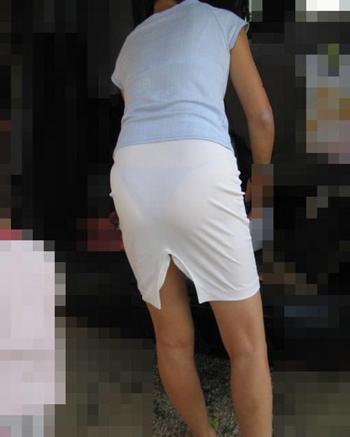 【盗撮23枚】パンティー透けてるのに気付いてない薄着女子を街撮りゲットwwwww 0135