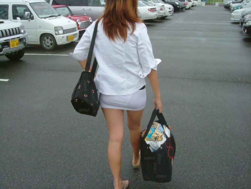 【盗撮23枚】パンティー透けてるのに気付いてない薄着女子を街撮りゲットwwwww 0145