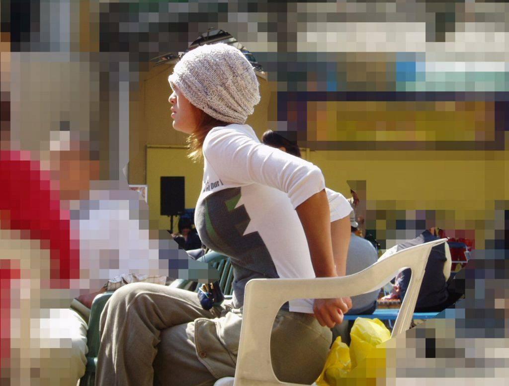 【街撮り盗撮】授乳中の若妻の着衣おっぱいがデカすぎてワロタwwwwww 0403
