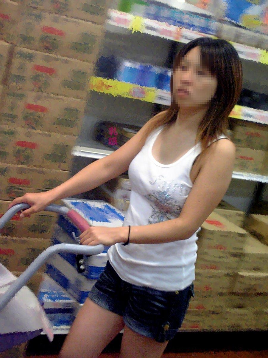 【街撮り盗撮】授乳中の若妻の着衣おっぱいがデカすぎてワロタwwwwww 0404