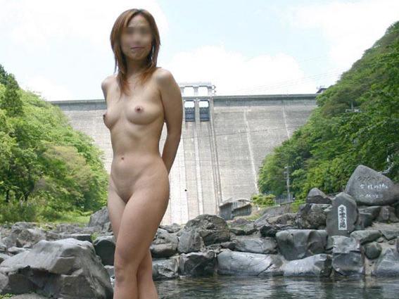 【不倫旅行】変態の彼氏が露天風呂で彼女の全裸撮影→無許可でネット投稿wwwwwww 0725
