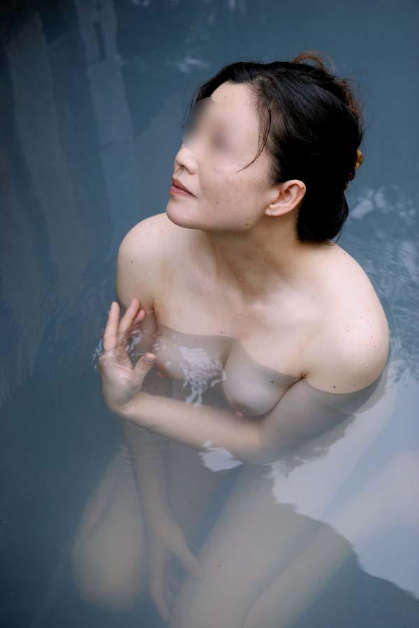 【不倫旅行】変態の彼氏が露天風呂で彼女の全裸撮影→無許可でネット投稿wwwwwww 0731