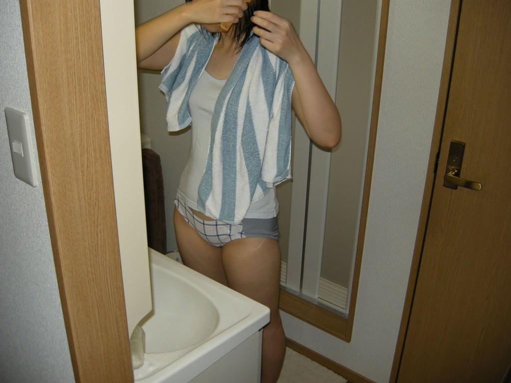 【素人投稿】お風呂あがりの彼女を盗撮www濡髪がエロすぎるから自慢げに晒すわwww 1518