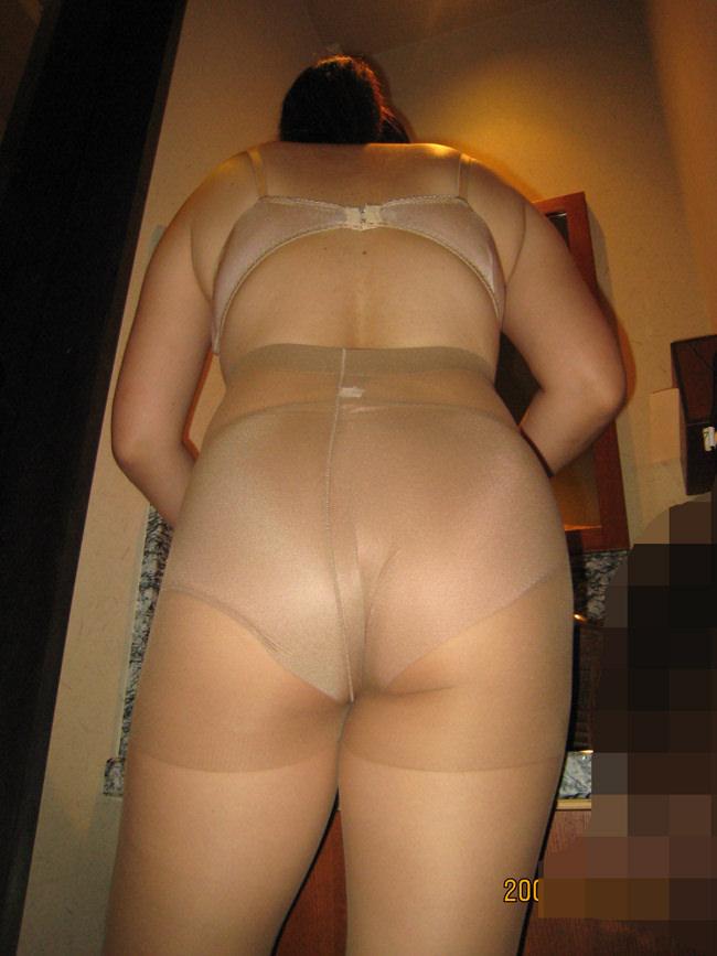 【熟女画像】ショーツやパンティーを履いたお母さんのデカ尻wwwオバサンの体って最高やわwww 1634