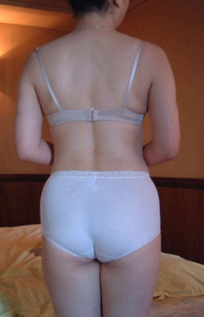【熟女画像】ショーツやパンティーを履いたお母さんのデカ尻wwwオバサンの体って最高やわwww 1643