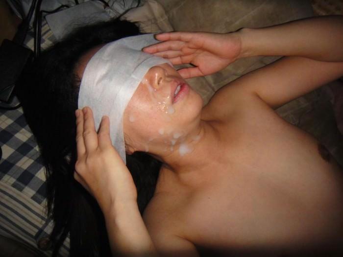 【素人投稿】嫌そうな顔する彼女の顔に顔射ぶっかけwww記念にドアップ接写顔www 17...29