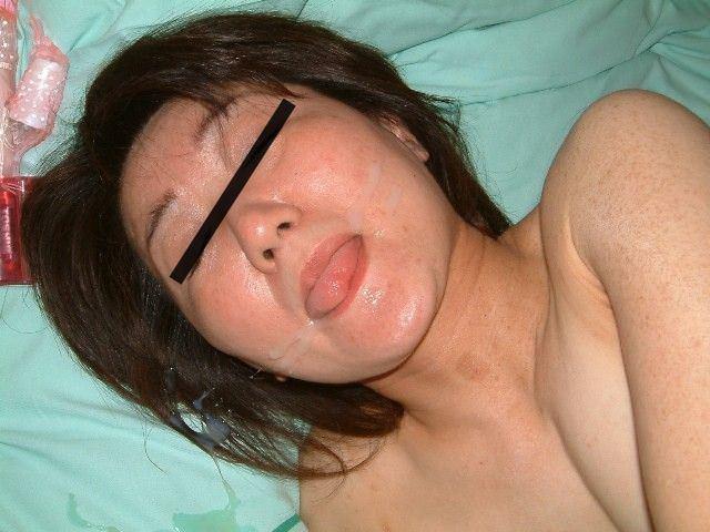 【素人投稿】嫌そうな顔する彼女の顔に顔射ぶっかけwww記念にドアップ接写顔www 17...35