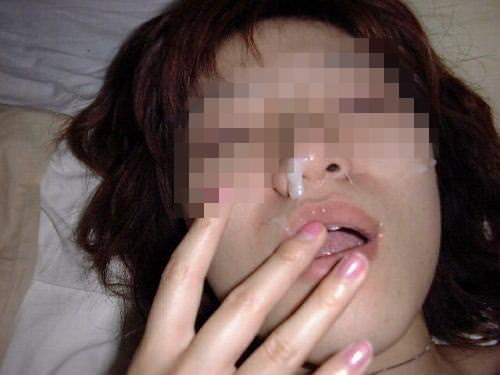 【素人投稿】嫌そうな顔する彼女の顔に顔射ぶっかけwww記念にドアップ接写顔www 17...37