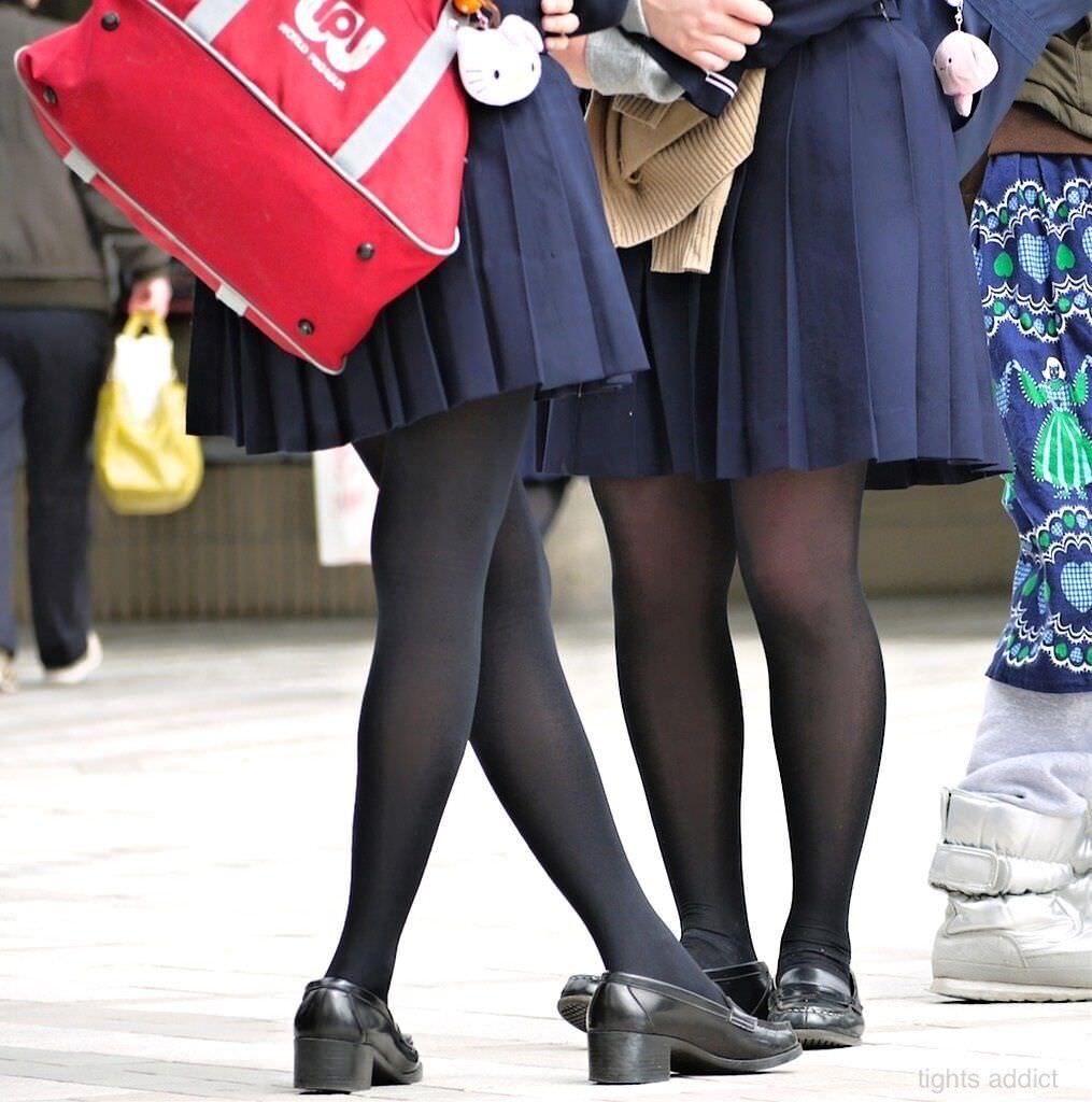 【JK盗撮】ミニスカ女子校生が黒パンスト履いた太ももがクソ抜ける街撮りwwww 2026