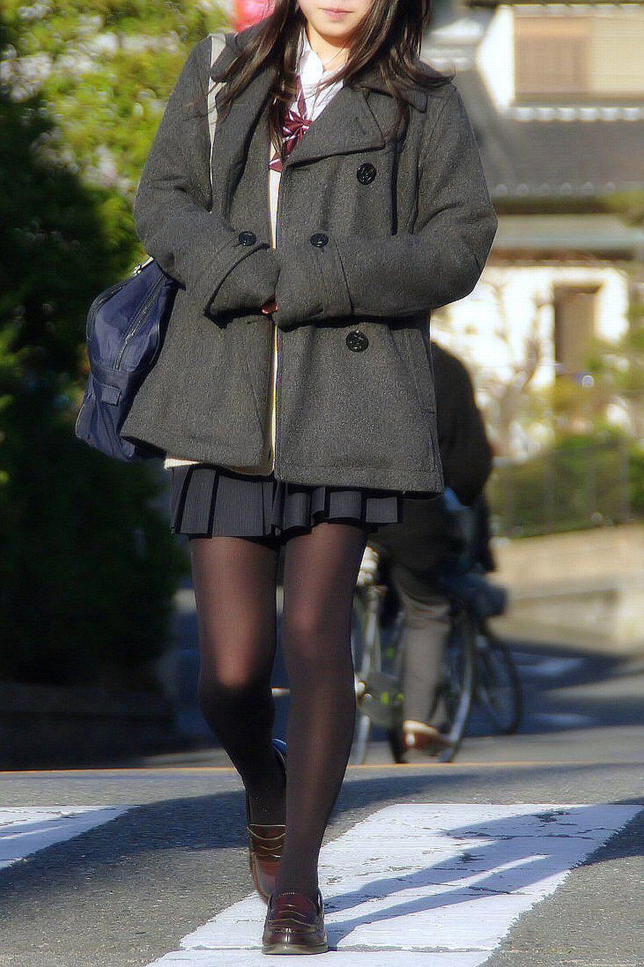 【JK盗撮】ミニスカ女子校生が黒パンスト履いた太ももがクソ抜ける街撮りwwww 2027