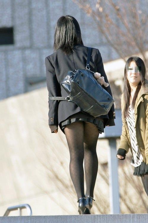 【JK盗撮】ミニスカ女子校生が黒パンスト履いた太ももがクソ抜ける街撮りwwww 2029