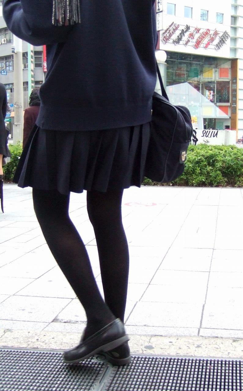 【JK盗撮】ミニスカ女子校生が黒パンスト履いた太ももがクソ抜ける街撮りwwww 2039