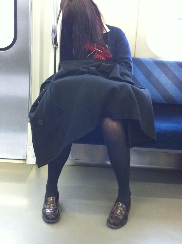【JK盗撮】ミニスカ女子校生が黒パンスト履いた太ももがクソ抜ける街撮りwwww 2041