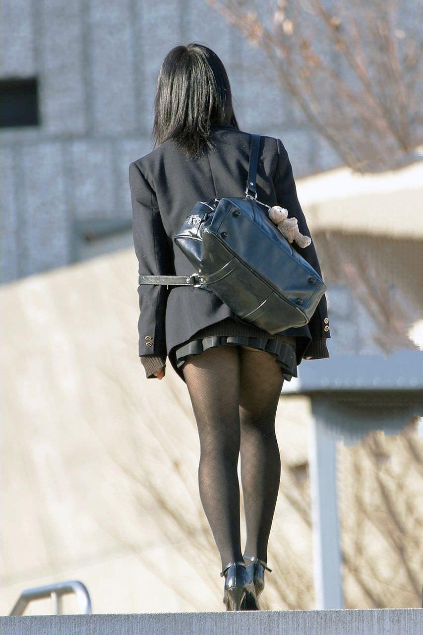 【JK盗撮】ミニスカ女子校生が黒パンスト履いた太ももがクソ抜ける街撮りwwww 2047