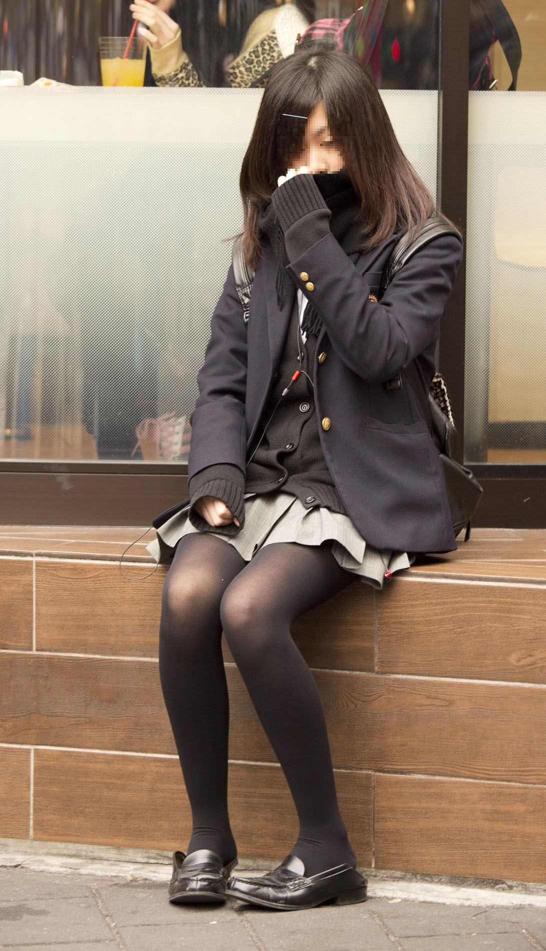 【JK盗撮】ミニスカ女子校生が黒パンスト履いた太ももがクソ抜ける街撮りwwww 2049