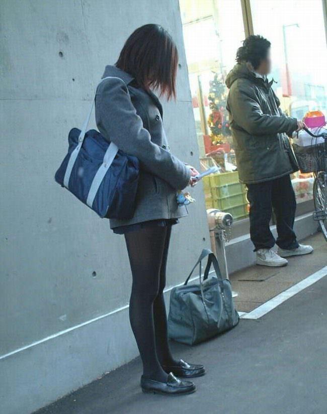 【JK盗撮】ミニスカ女子校生が黒パンスト履いた太ももがクソ抜ける街撮りwwww 2050