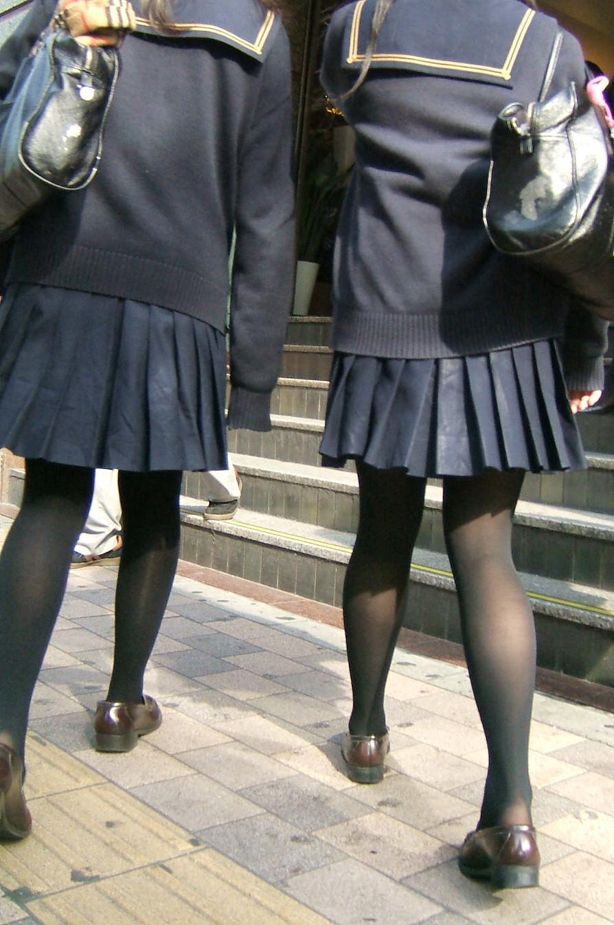 【JK盗撮】ミニスカ女子校生が黒パンスト履いた太ももがクソ抜ける街撮りwwww 2051