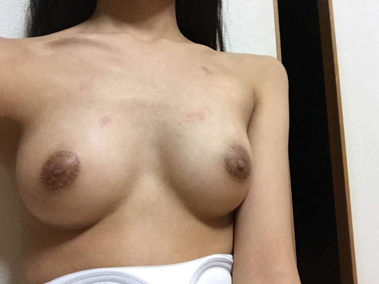 【童貞注意】セックスしまくりの俺が彼女のおっぱいにキスマーク付けたエロ写メ投稿wwww 21183
