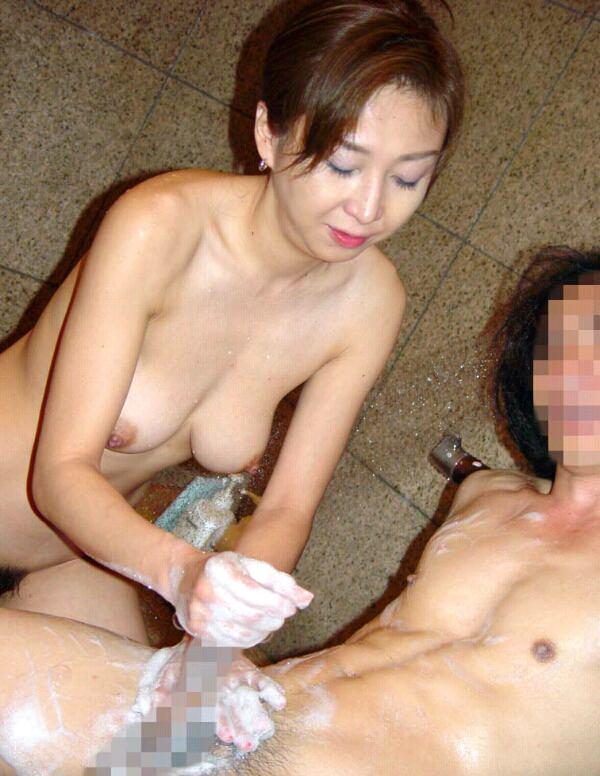 【素人不倫】人妻が旦那じゃない彼氏を手コキしてる激ヤバ流出画像wwwww 2505