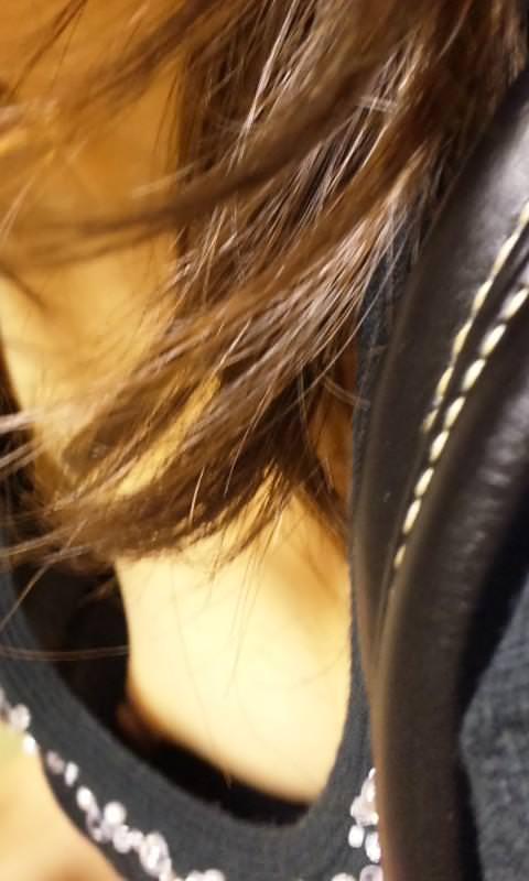 【盗撮街撮り】胸チラしてる素人の乳首が見えた時のエロさは異常wwww 2526