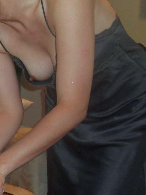 【盗撮街撮り】胸チラしてる素人の乳首が見えた時のエロさは異常wwww 2541