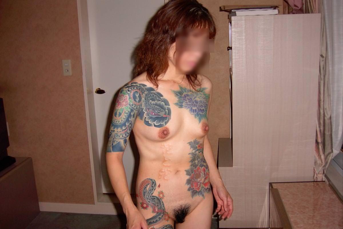 和彫りの刺青が入った素人女子の裸体がイカツ過ぎるけどビビりながら抜くのが快感wwwww 2820