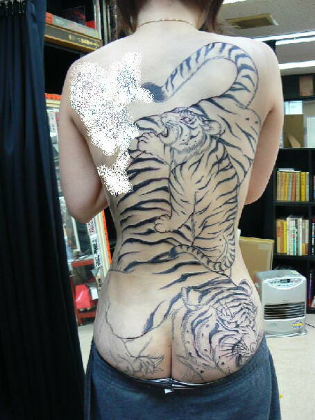 和彫りの刺青が入った素人女子の裸体がイカツ過ぎるけどビビりながら抜くのが快感wwwww 2832