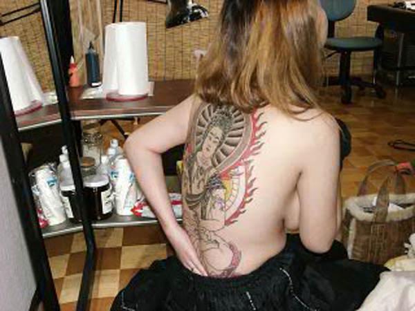 和彫りの刺青が入った素人女子の裸体がイカツ過ぎるけどビビりながら抜くのが快感wwwww 2855