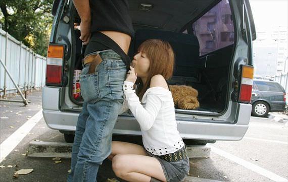 出合い系で知り合った素人妻を人気のない所に連込み野外フェラ強制wwww 2913