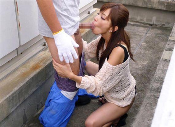 出合い系で知り合った素人妻を人気のない所に連込み野外フェラ強制wwww 2924