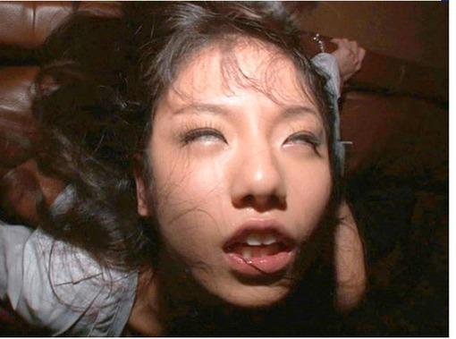 キメセクで白目向いて逝きまくるド変態娘のAVキャプエロ画像wwwwww 3113