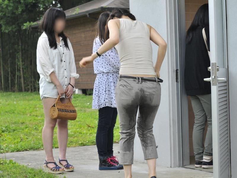 尿意を抑えきれずジーパン履いたままお漏らししている素人女性wwwwww 0309