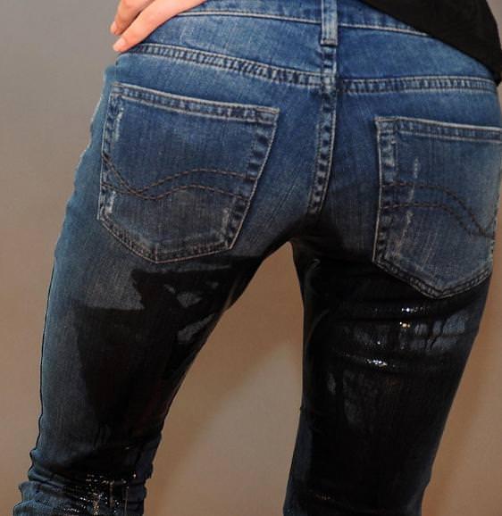 尿意を抑えきれずジーパン履いたままお漏らししている素人女性wwwwww 0314
