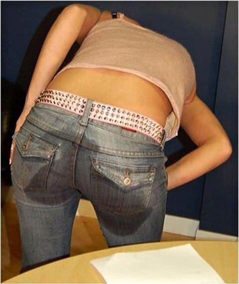 尿意を抑えきれずジーパン履いたままお漏らししている素人女性wwwwww 0320