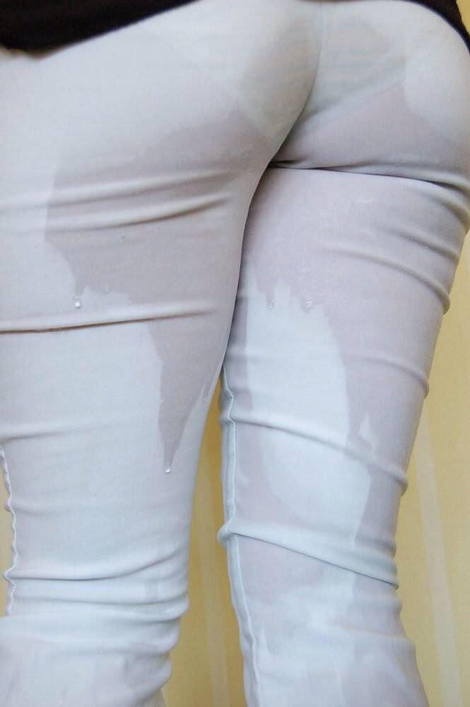 尿意を抑えきれずジーパン履いたままお漏らししている素人女性wwwwww 0322