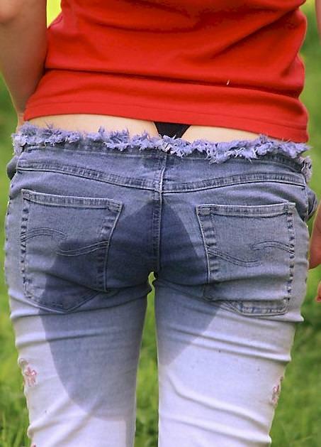 尿意を抑えきれずジーパン履いたままお漏らししている素人女性wwwwww 0324