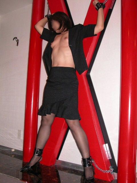 【素人調教】お決まり赤色が必ず存在する拘束台の繋がれたドM素人娘のSM調教wwwwww 0423