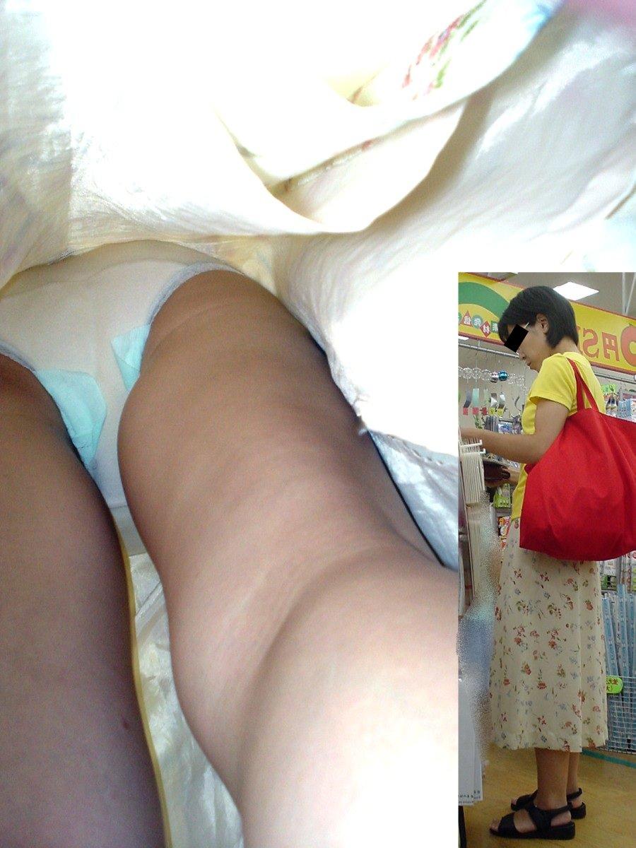 素人女子がロングスカートで絶対大丈夫とたかをくくった結果 → 余裕の逆さパンチラwwww 0632